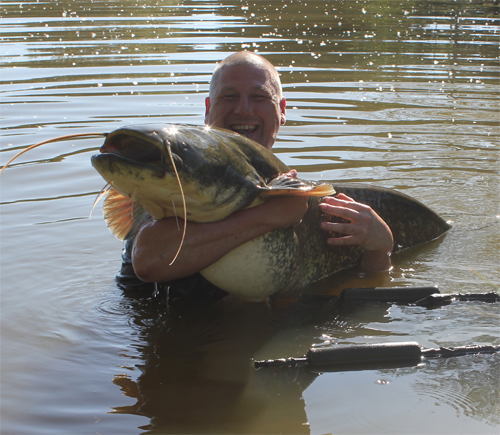 Galleries cats carp fishing in france at etang tissier for Fishing in france